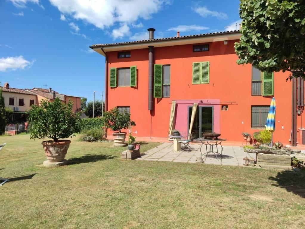 Villa bifamiliare a CAPANNORI