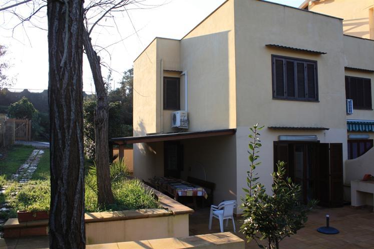 Villa a schiera, Sabaudia, abitabile