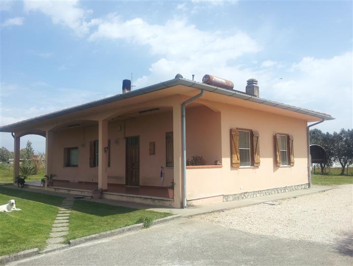 Villa, Sabaudia, abitabile