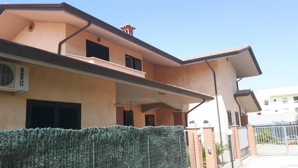 Villa a schiera, Sabaudia, seminuova