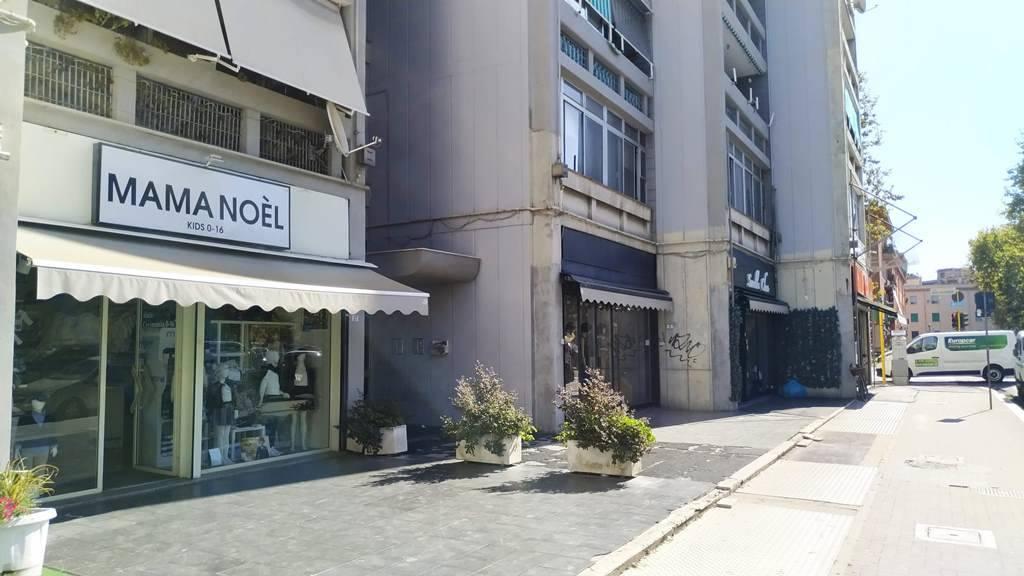 Attività / Licenza in vendita a Latina, 1 locali, zona Zona: Centro storico, prezzo € 50.000   CambioCasa.it