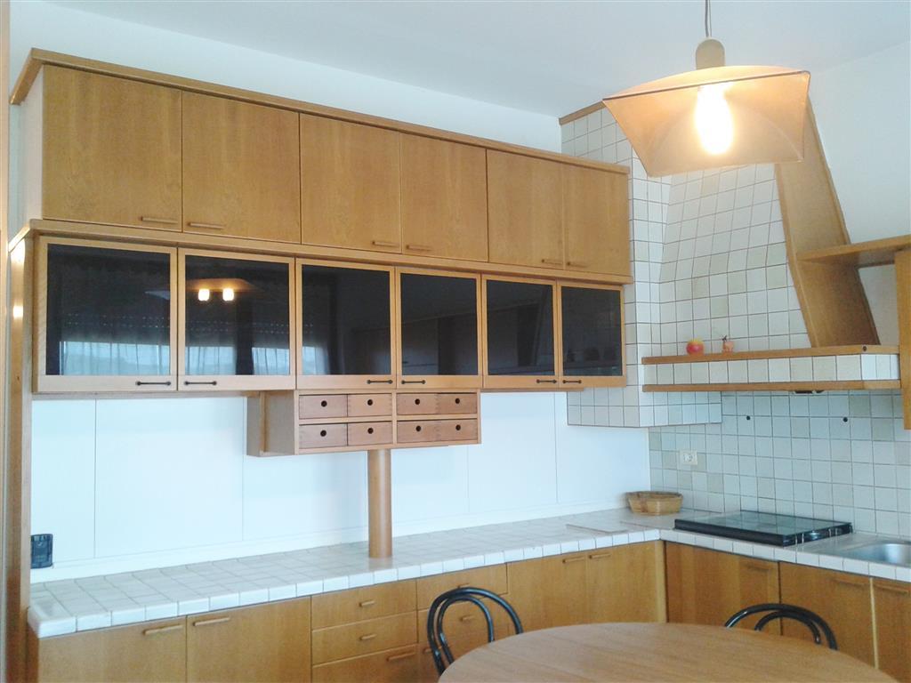 Mondovì, via Langhe, proponiamo ampio bilocale arredato composto da ingresso, ampia e luminosa zona giorno con cucina con terrazzo, camera da letto,