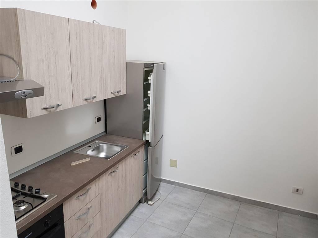 appartamento ristrutturato con mobilio nuovissimo mai usato composto da ingresso/soggiorno, cucina abitabile,camera, bagno, ampio terrazzo e