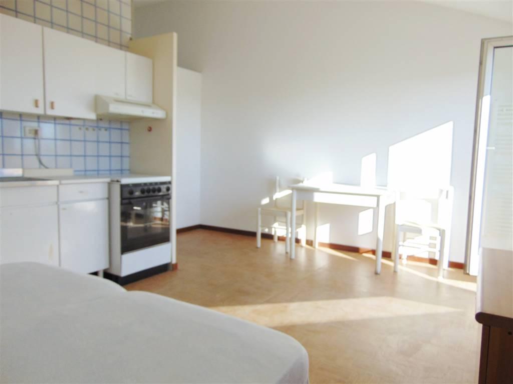 Monolocale zona san paolo cuneo2 composto da ingresso, cucina/soggiorno, bagno, ripostiglio, terrazzo panoramico Posto auto in cortile.