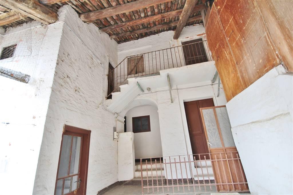 Soluzione Indipendente in vendita a Rocca de' Baldi, 10 locali, zona a, prezzo € 95.000   PortaleAgenzieImmobiliari.it