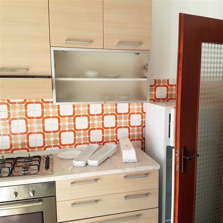 Proponiamo appartamento composto da Ingresso, Cucina abitabile, Soggiorno o camera, Camera matrimoniale, Bagno, Balconi. Situato a pochi minuti da