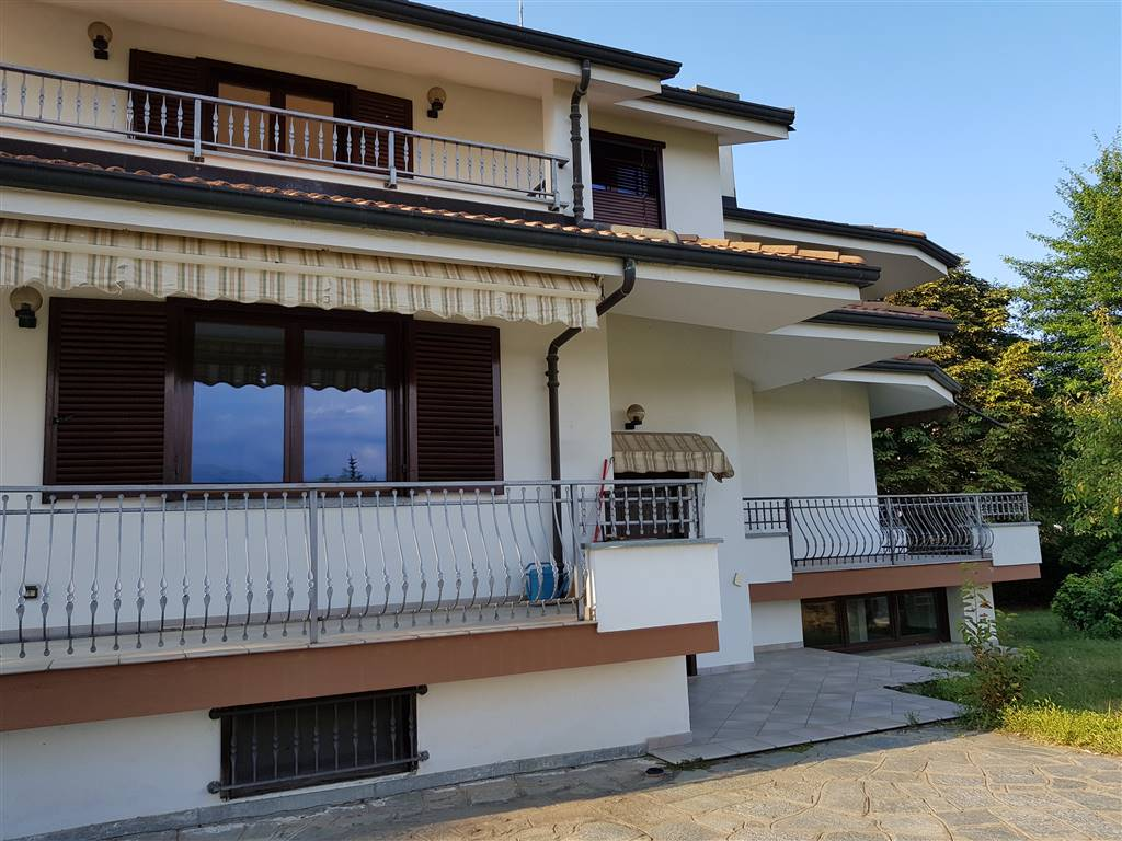 MADONNA DELLE GRAZIE, CUNEO, Villa for sale of 310 Sq. mt., Excellent Condition, Heating Individual heating system, Energetic class: E, placed at