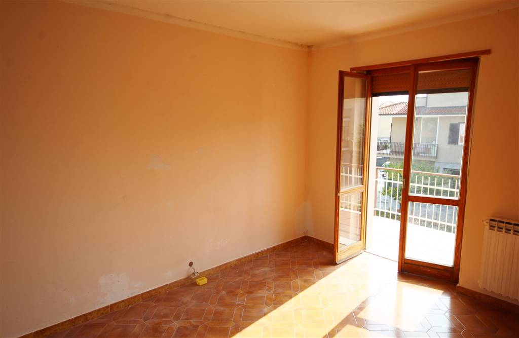 BENE VAGIENNA, Apartment for sale of 100 Sq. mt., Habitable, Heating Centralized, Energetic class: G, placed at 2° on 3, composed by: 4 Rooms,