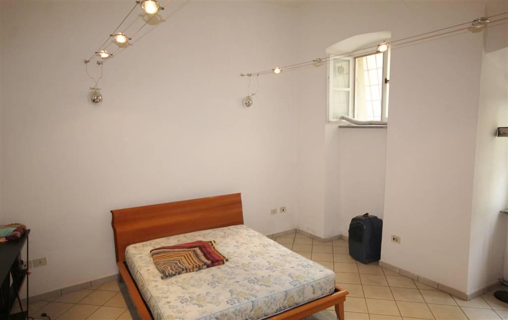 Mondovì Breo, proponiamo in vendita quadrilocale con ingresso indipendente sulla zona giorno, cucinino, grande camera da letto, locale