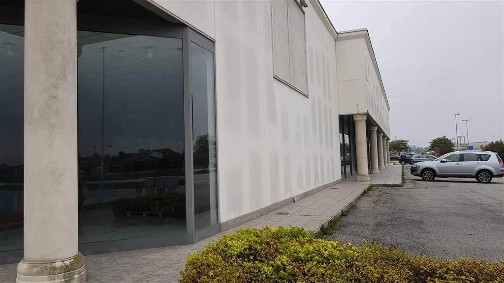 Capannone in affitto a Castelletto Stura, 2 locali, prezzo € 2.400 | PortaleAgenzieImmobiliari.it