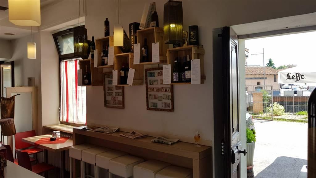Mondoví Breo, proponiamo in vendità attività di bar (tipologia 2), ubicato in zona di forte passaggio e al centro dell'area mercatale. Il locale
