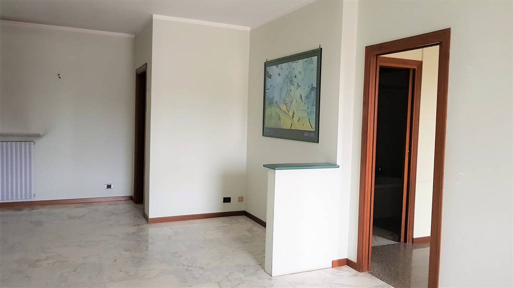 MOROZZO, Apartment for rent of 105 Sq. mt., Excellent Condition, Heating Individual heating system, Energetic class: B, placed at 1°, composed by: 4