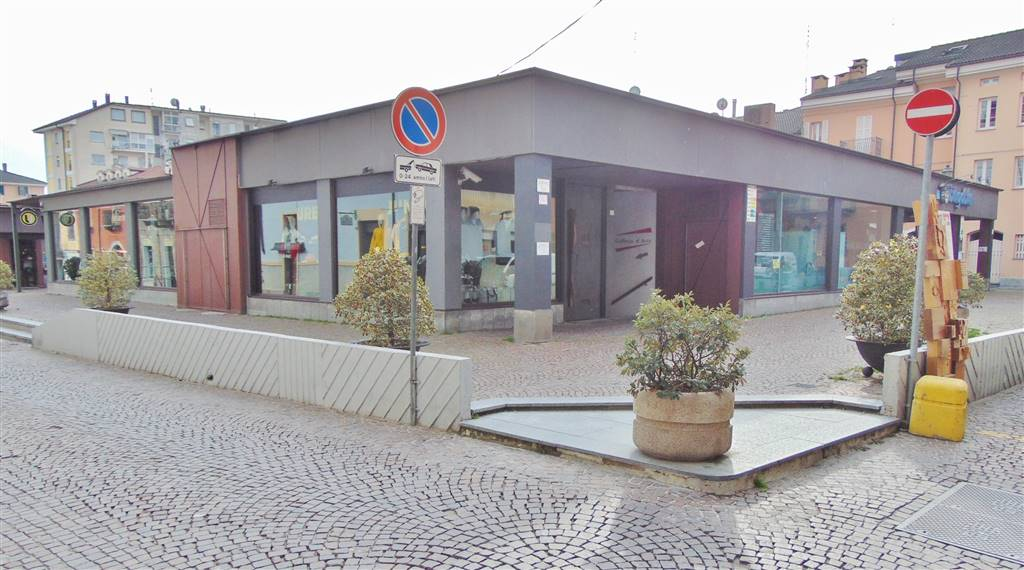 CENTRO CITTÀ, CUNEO, Restaurant for rent of 350 Sq. mt., Good condition, Heating Individual heating system, Energetic class: D, Epi: 300 kwh/m3 year,