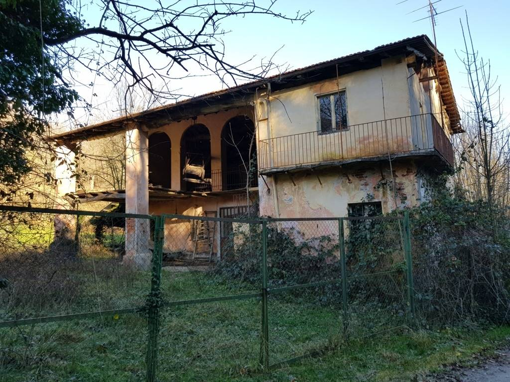 CERVASCA, Farmhouse for sale of 200 Sq. mt., Be restored, Heating Individual heating system, placed at Ground, composed by: 6 Rooms, Little kitchen, ,