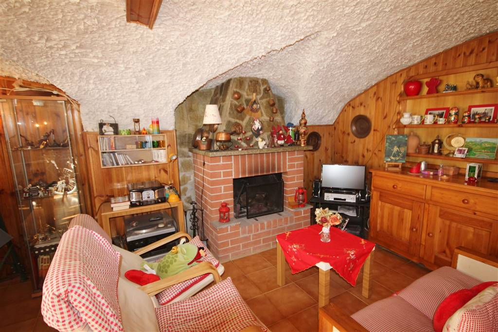 PIOZZO, Detached house for sale of 120 Sq. mt., Habitable, Heating Individual heating system, Energetic class: G, placed at Ground, composed by: 4