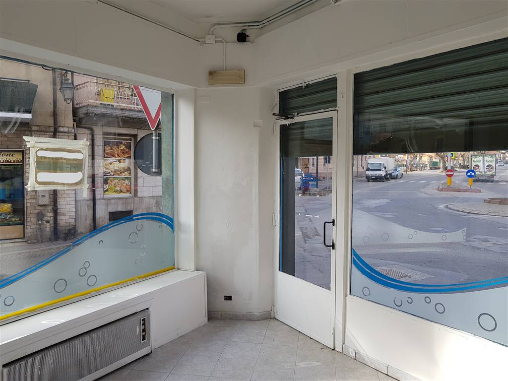 BORGO SAN DALMAZZO, Business unit for rent of 110 Sq. mt., Good condition, Heating Individual heating system, Energetic class: G, placed at Ground,