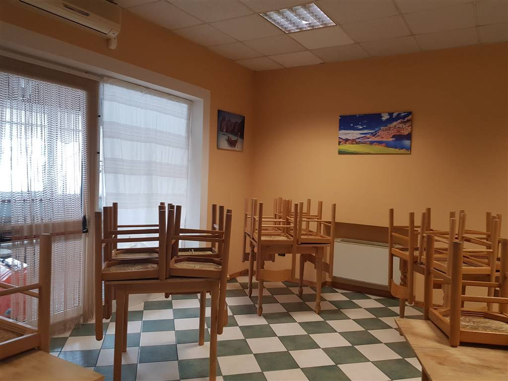 CEVA, Restaurant for rent of 200 Sq. mt., Good condition, Heating Individual heating system, Energetic class: G, placed at Ground, composed by: 3