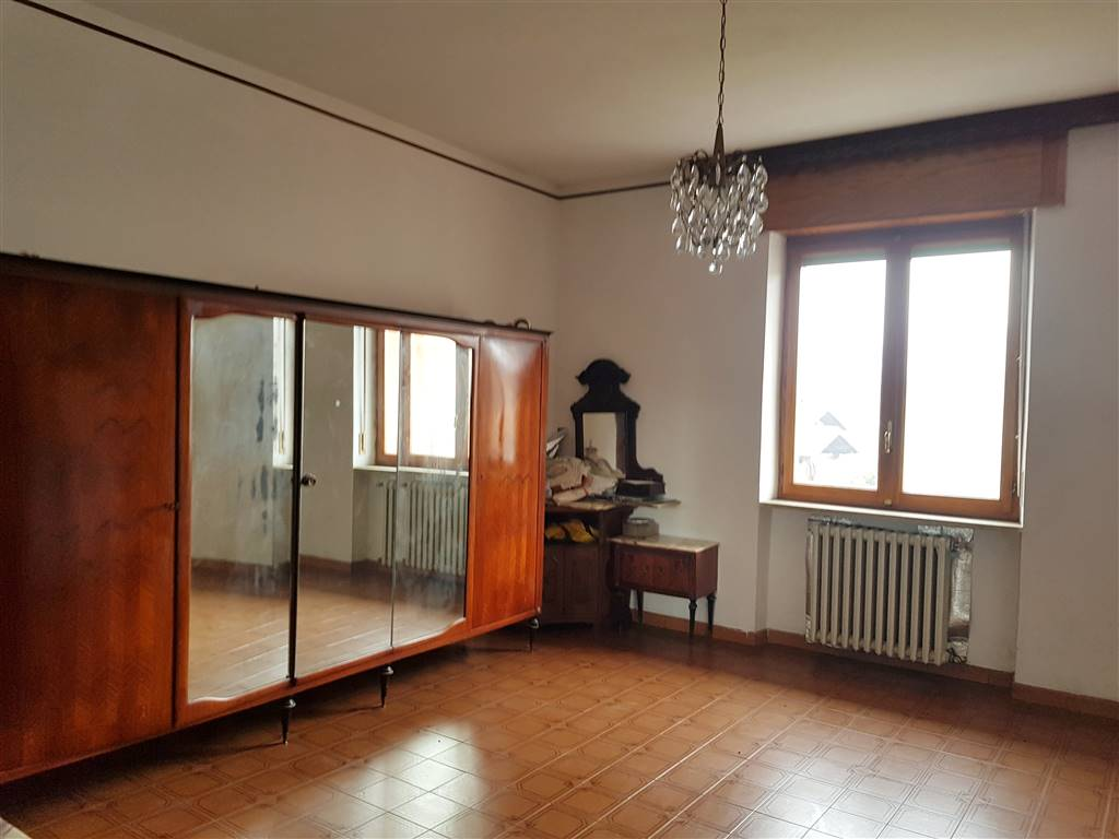 Villanova Mondovì, a pochi passi dal centro, in zona residenziale proponiamo in vendita appartamento in palazzina di 6 unità abitative, di circa 160
