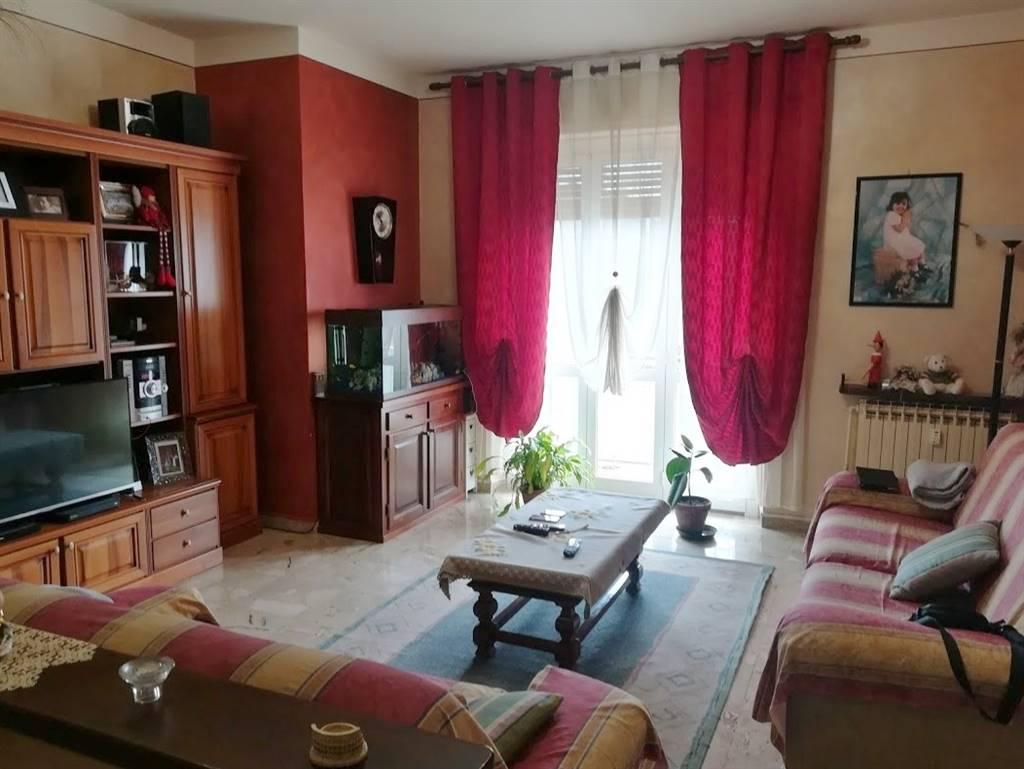 Villanova Mondovì, vicinissimo all'istituto comprensivo e comodo ad ogni servizio, proponiamo in vendita appartamento di mq 140 circa. L'immobile è