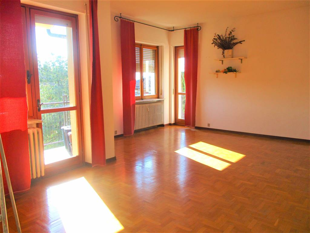 PIAZZA, MONDOVI', Apartment for rent of 90 Sq. mt., Good condition, Heating Centralized, Energetic class: F, placed at 2° on 3, composed by: 3 Rooms,
