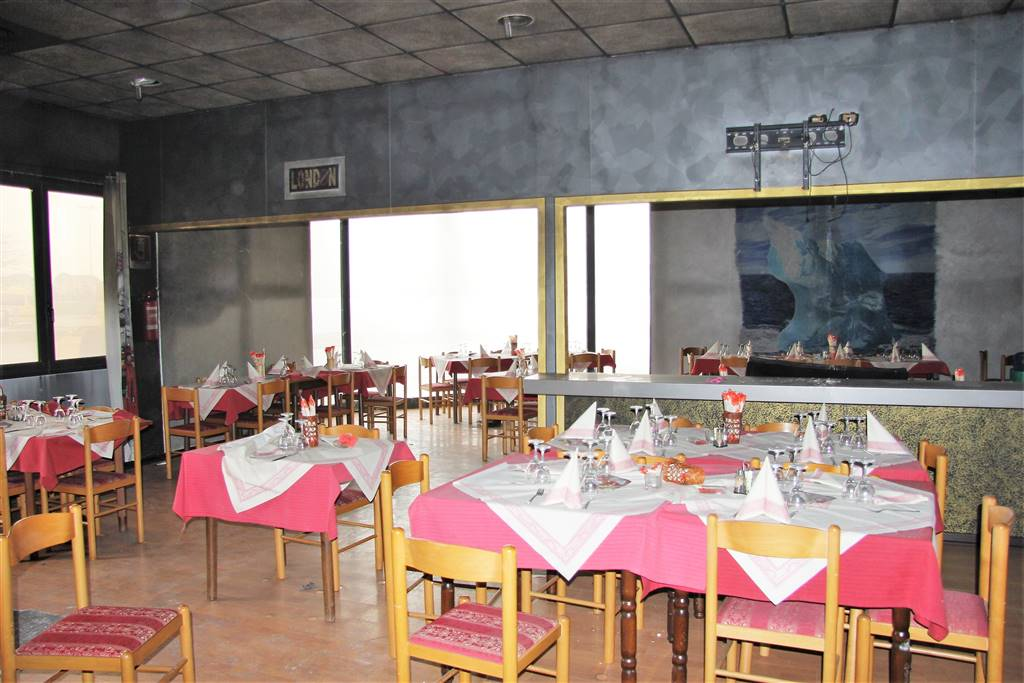 CASTELLETTO STURA, Pizzeria / Pub for rent of 400 Sq. mt., Be restored, Heating Individual heating system, Energetic class: F, placed at Ground,