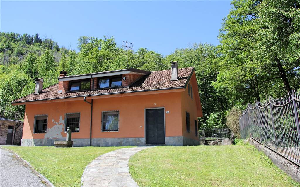 PEVERAGNO, Villa for sale of 230 Sq. mt., Be restored, Heating Individual heating system, Energetic class: F, placed at Ground, composed by: 5 Rooms,