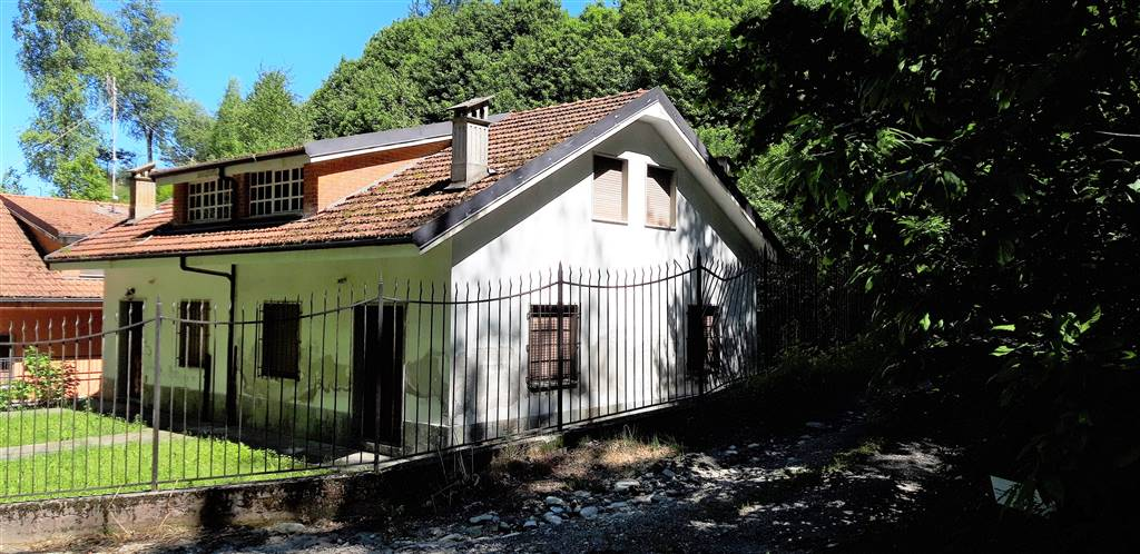 PEVERAGNO, Duplex villa for sale of 230 Sq. mt., Be restored, Heating Individual heating system, Energetic class: F, placed at Ground, composed by: 6