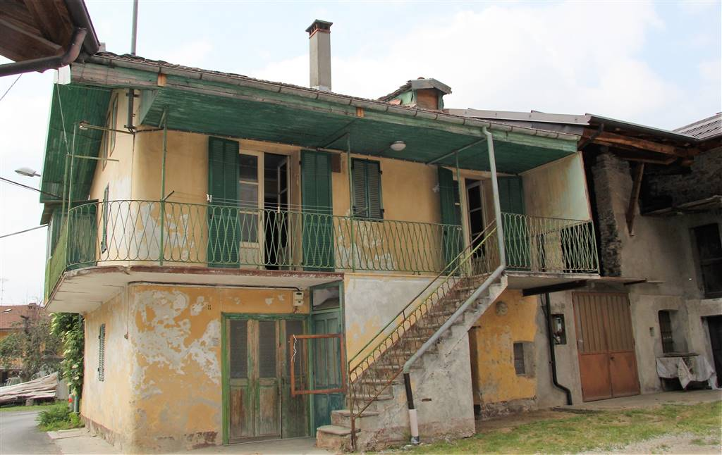 ROCCAVIONE, Farmhouse for sale of 110 Sq. mt., Be restored, Heating Individual heating system, Energetic class: G, placed at Ground, composed by: 5