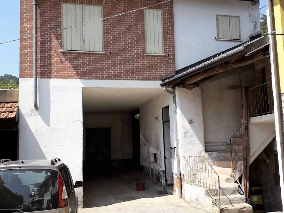 BOVES, Semi detached house for sale of 65 Sq. mt., Be restored, placed at 1°, composed by: 3 Rooms, Separate kitchen, , 1 Bedroom, 1 Bathroom,