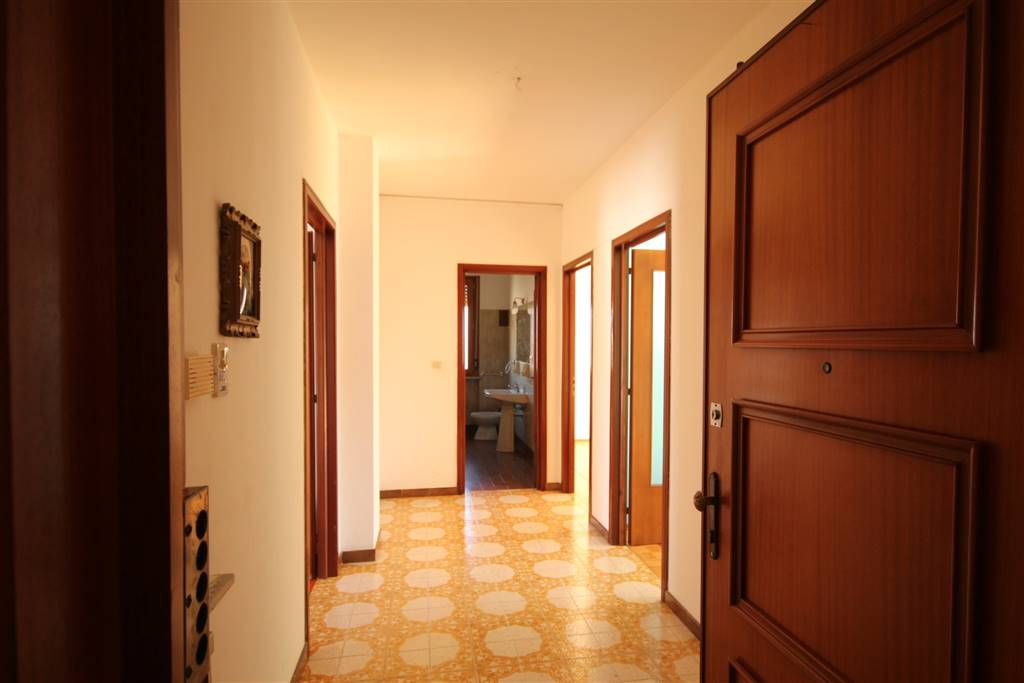 BORGO SAN DALMAZZO, Apartment for rent of 90 Sq. mt., Good condition, Heating Centralized, Energetic class: F, placed at 2°, composed by: 4 Rooms,