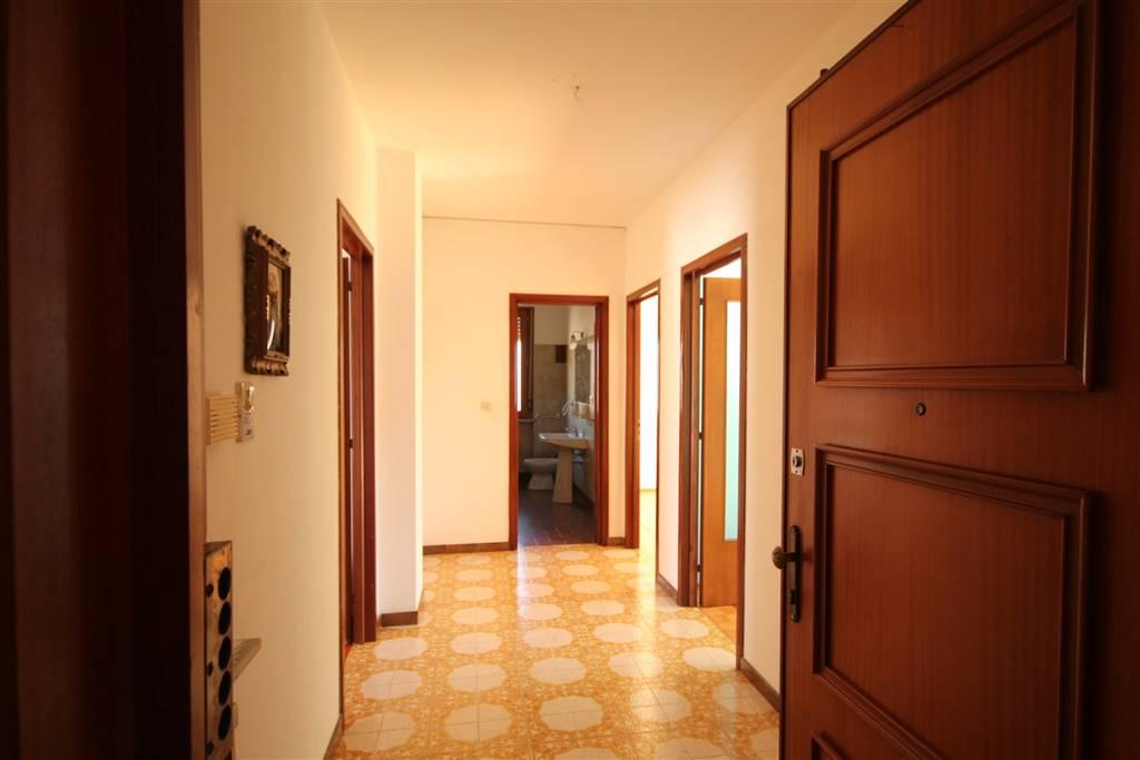 BORGO SAN DALMAZZO, Квартира в аренду из 90 Км, Xорошо, Отопление Централизиванное, Класс энергосбережения: F, на земле 2°, состоит из: 4 Помещения,