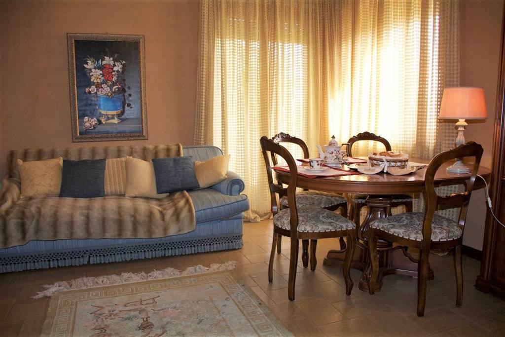 ROCCAVIONE, Квартира в аренду из 90 Км, Xорошо, Отопление Централизиванное, Класс энергосбережения: E, на земле 1°, состоит из: 4 Помещения,