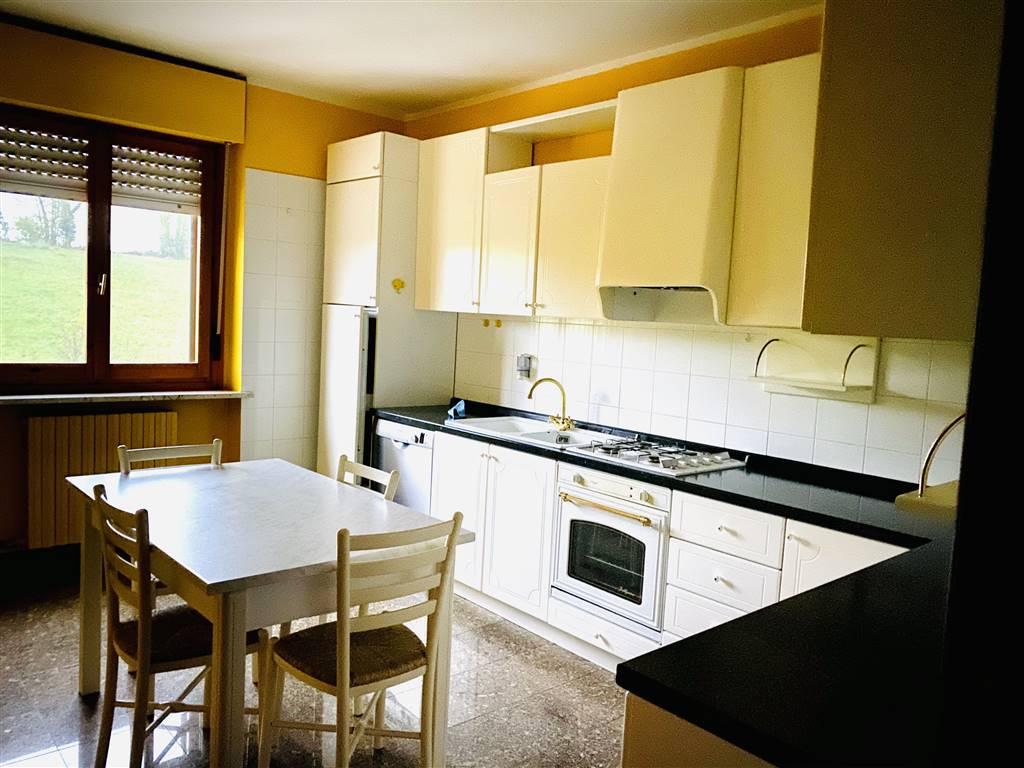 FERRONE, MONDOVI', Квартира в аренду из 90 Км, Отличное, Отопление Независимое, Класс энергосбережения: E, на земле 3° на 3, состоит из: 4 Помещения,
