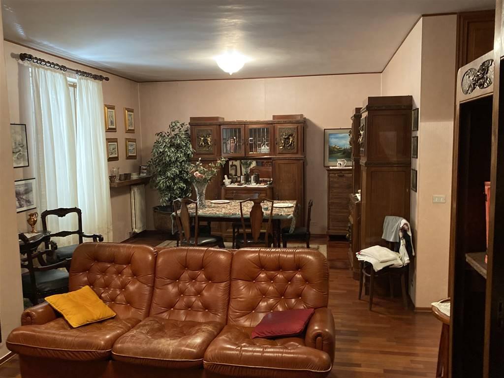 Zona Ferrone affitto porzione di villa unifamiliare posto al secondo ed ultimo piano. L'appartamento elegantemente arredato è così composto: ingresso,