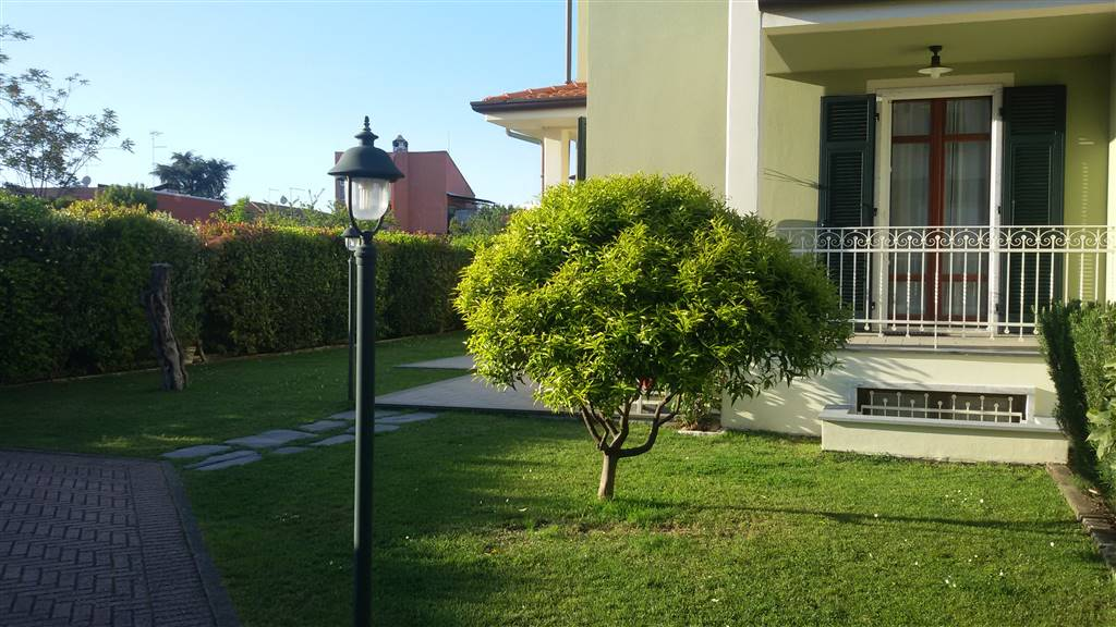 Villa bifamiliare a CARRARA