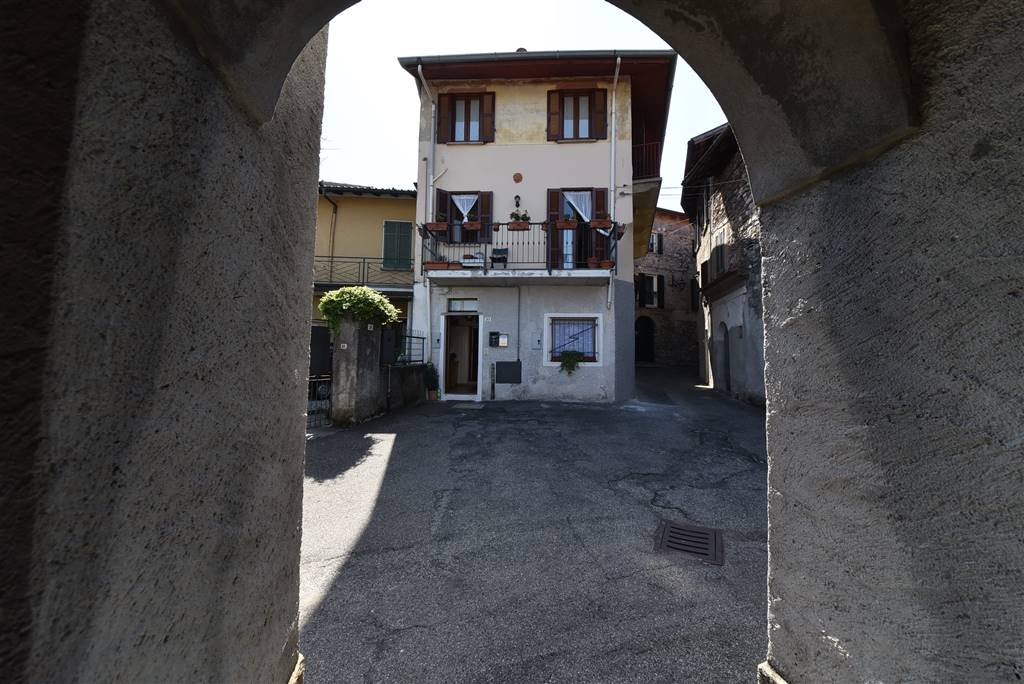 Trilocale in Via Martiri Della Libertà 26, Laveno-mombello