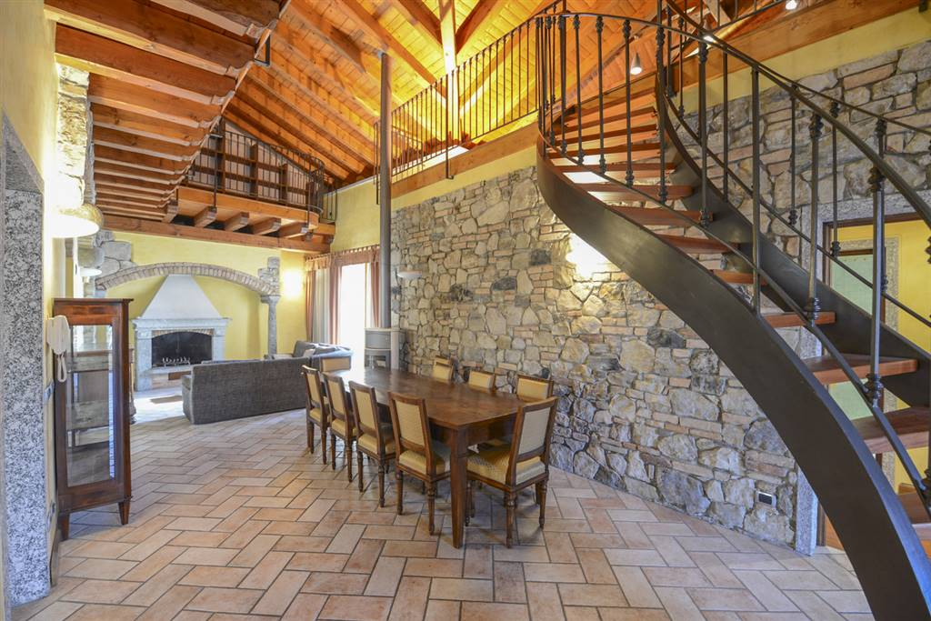 Appartamento in vendita a Albavilla, 6 locali, prezzo € 390.000   CambioCasa.it