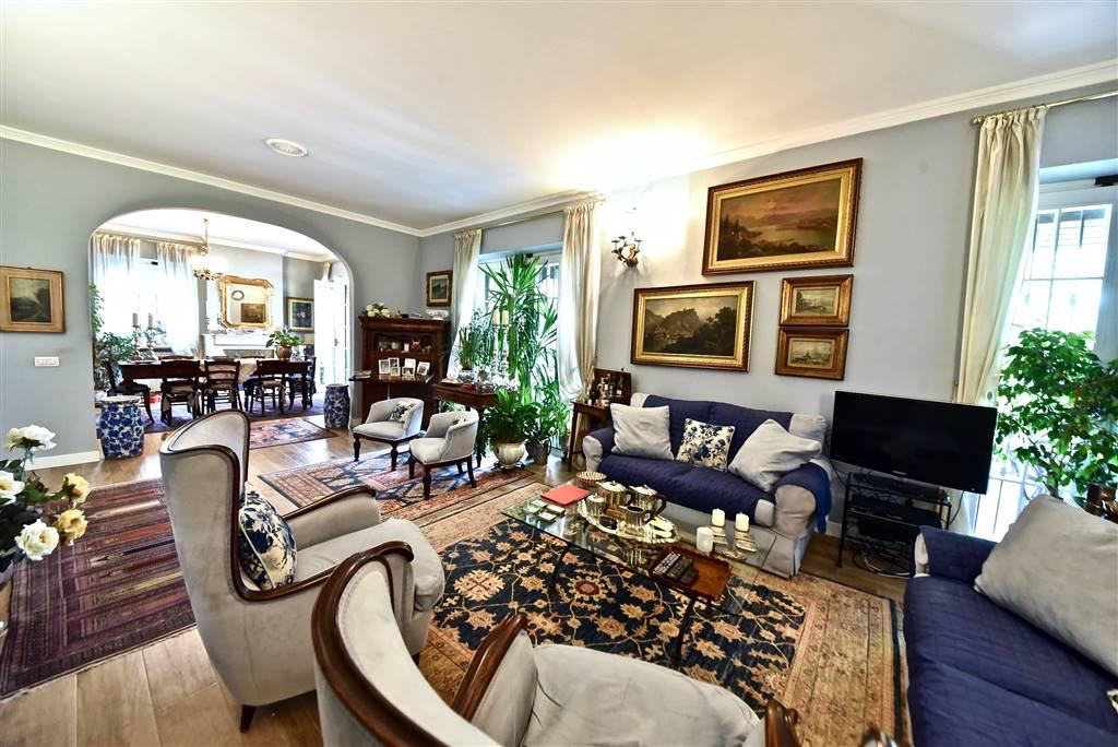 Villa in vendita a Laveno-Mombello, 11 locali, zona Località: LAVENO, prezzo € 495.000 | PortaleAgenzieImmobiliari.it