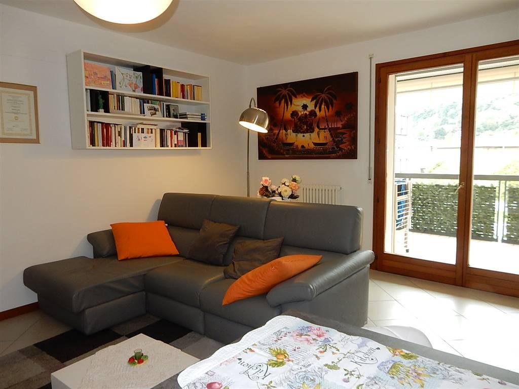Appartamento in vendita a Laveno-Mombello, 3 locali, zona Località: LAVENO, prezzo € 170.000 | CambioCasa.it