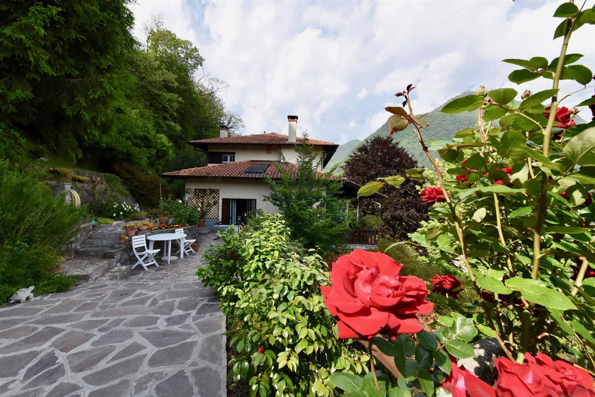 Villa in vendita a Laveno-Mombello, 11 locali, zona Località: LAVENO, prezzo € 460.000   CambioCasa.it