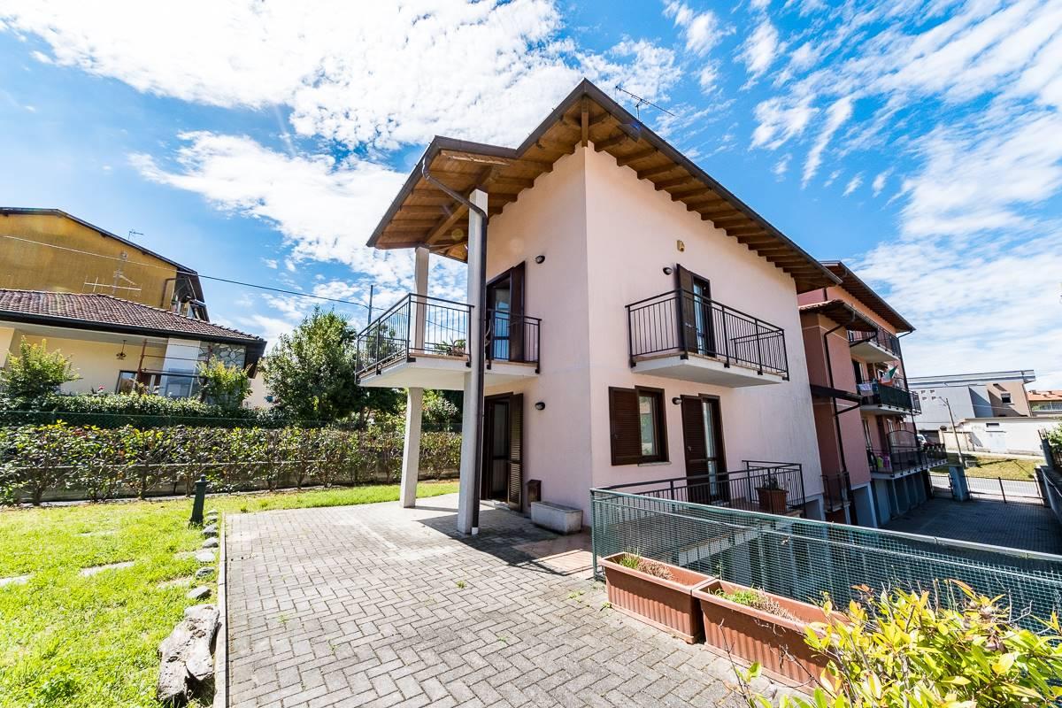 Villa a Schiera in vendita a Luino, 3 locali, prezzo € 239.000 | CambioCasa.it