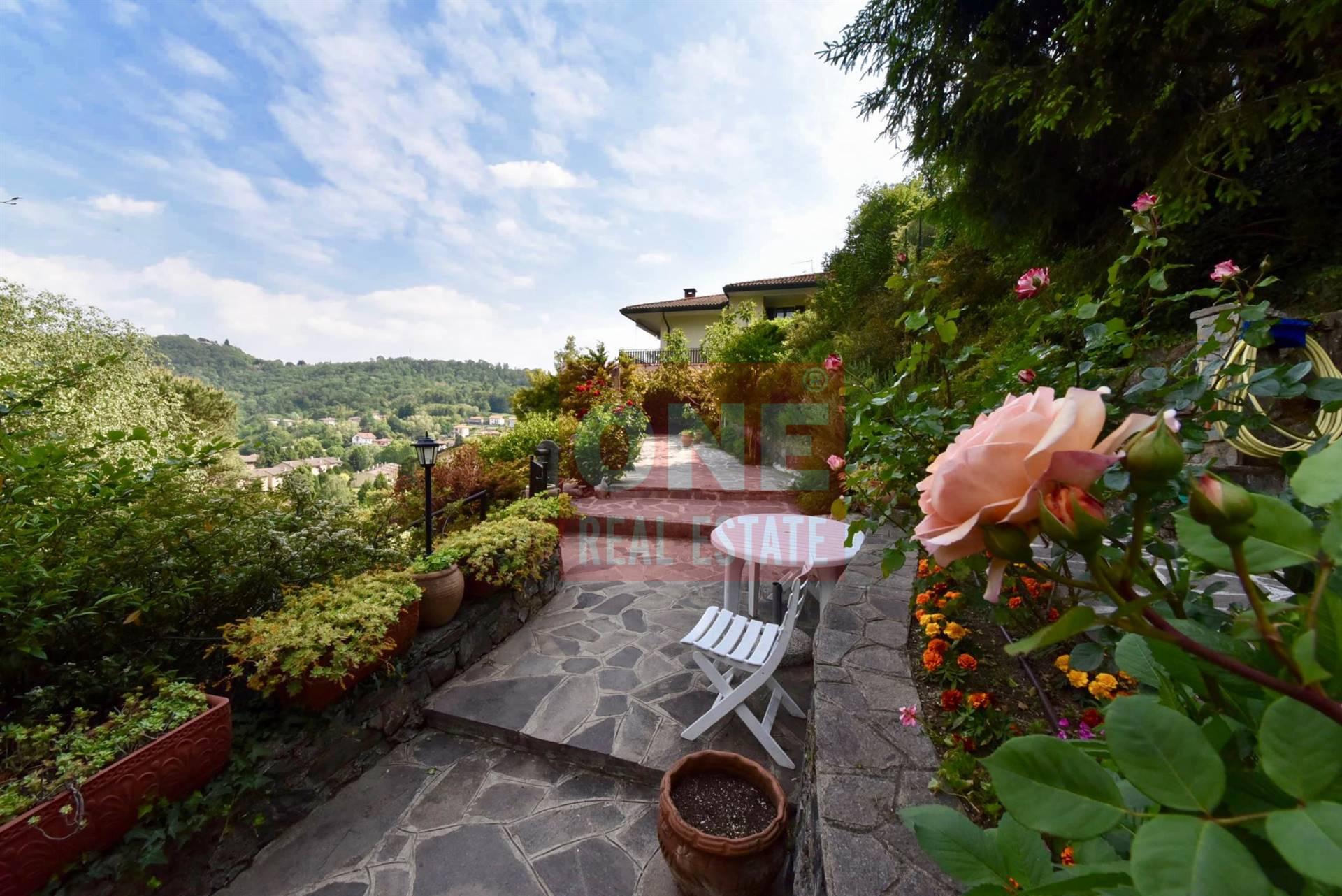Villa in vendita a Laveno-Mombello, 11 locali, zona Località: LAVENO, prezzo € 440.000 | PortaleAgenzieImmobiliari.it
