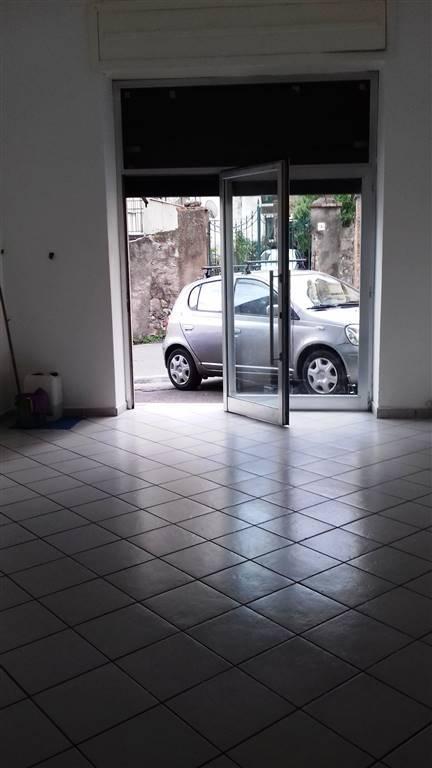 Negozio / Locale in affitto a Cava de' Tirreni, 2 locali, prezzo € 380   CambioCasa.it