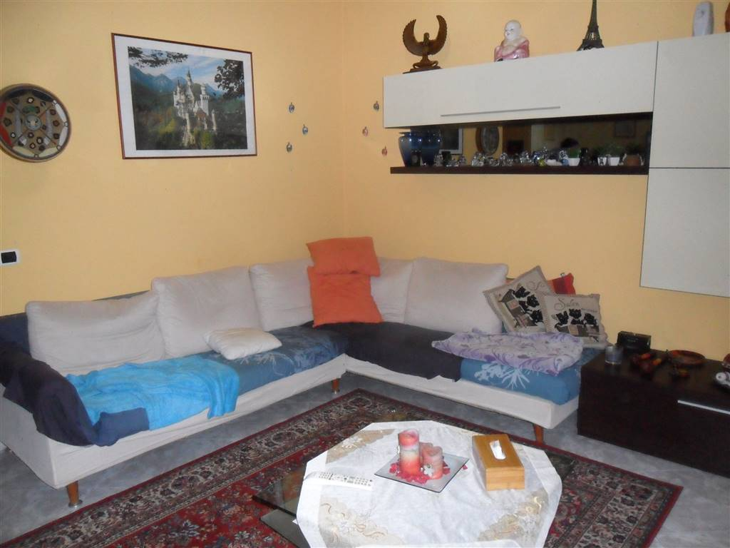 Appartamento in vendita a Arcore, 3 locali, prezzo € 158.000 | CambioCasa.it