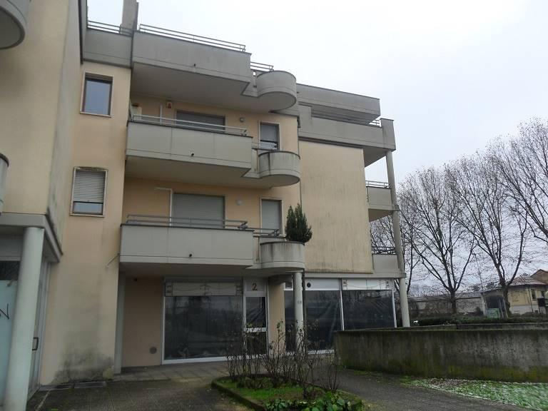 Negozio / Locale in vendita a Arcore, 1 locali, prezzo € 150.000   CambioCasa.it