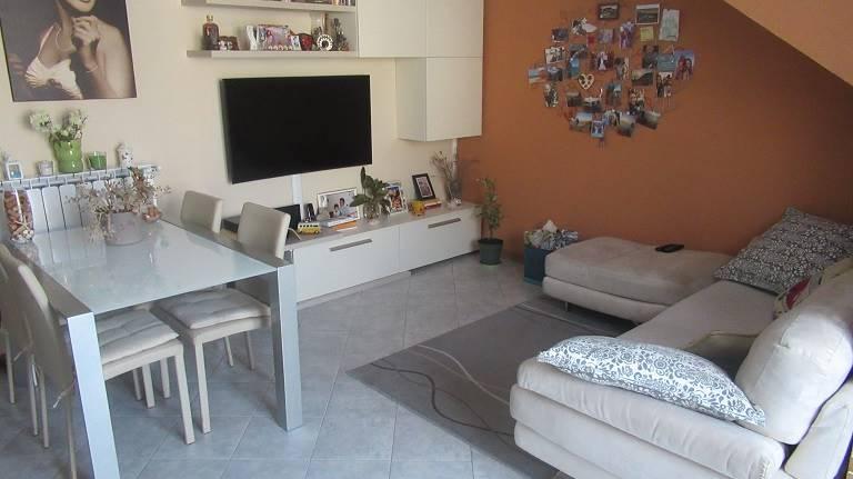 Appartamento in vendita a Cornate d'Adda, 2 locali, prezzo € 90.000 | CambioCasa.it