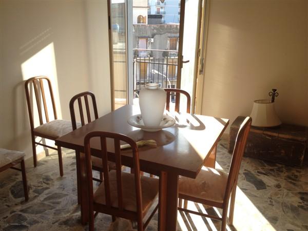 Appartamento in vendita a Lentini, 4 locali, zona Località: P.ZZA DEL POPOLO, prezzo € 75.000 | CambioCasa.it