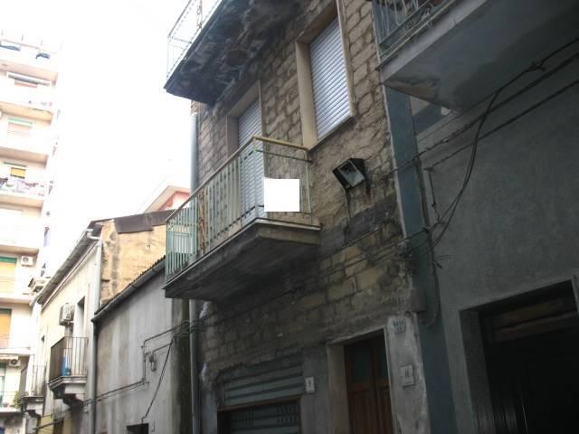 Soluzione Indipendente in vendita a Lentini, 2 locali, zona Località: P.ZZA DEI SOFISTI, prezzo € 30.000 | CambioCasa.it