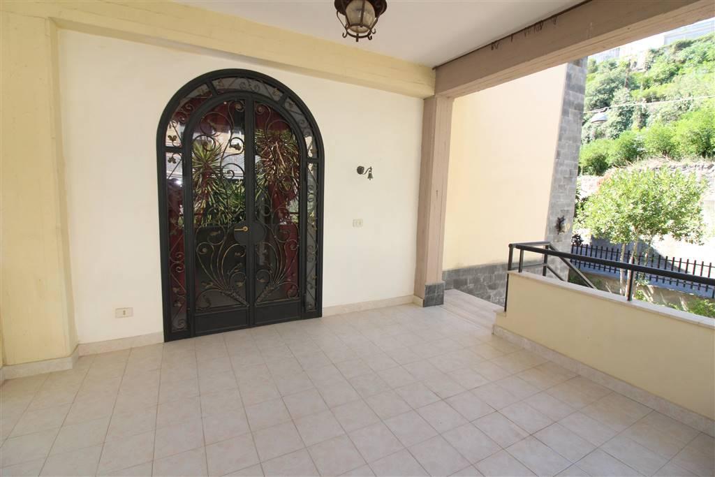 Villa in vendita a Lentini, 10 locali, zona Località: CENTRO, prezzo € 230.000 | CambioCasa.it