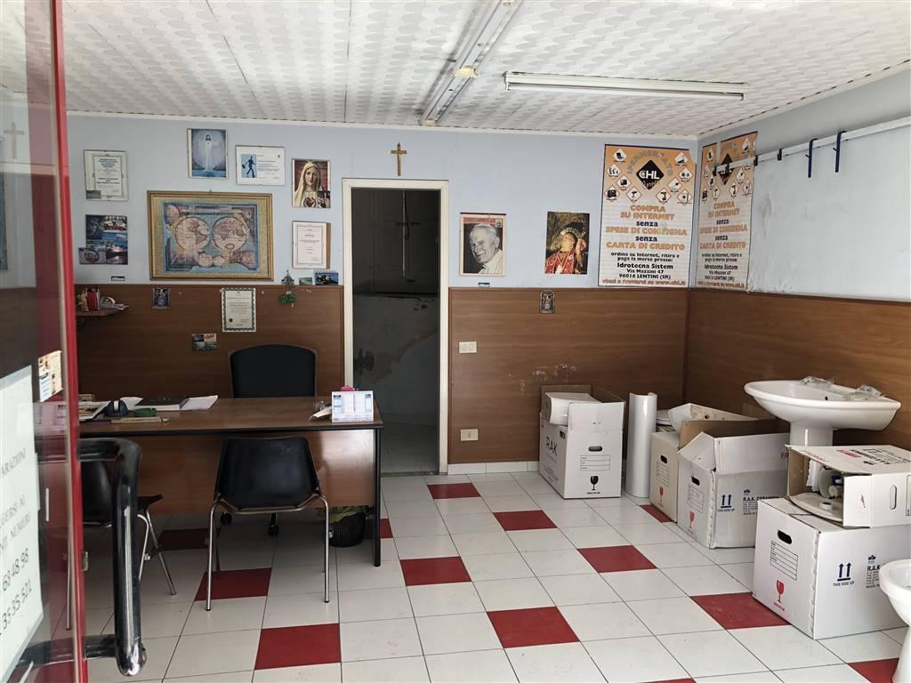 Negozio / Locale in vendita a Lentini, 9999 locali, zona Località: SOPRA FIERA, prezzo € 29.000   CambioCasa.it